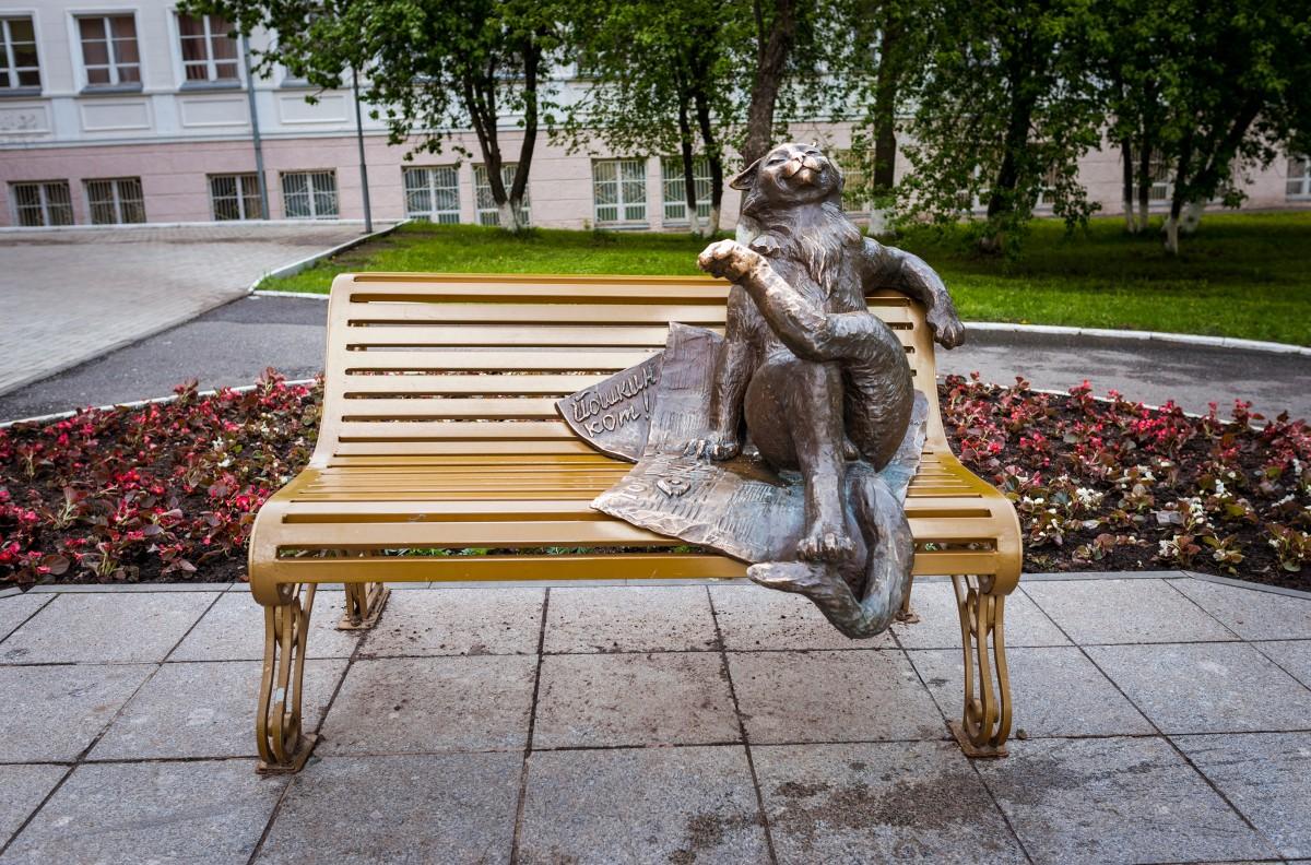 Памятники. Йошкар-Ола. Фото: Алексей Комелин